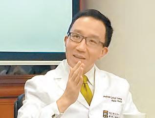 港大醫學院院長梁卓偉說,有關海外醫生實習期討論非常政治化 ,港大無既定立場。(互聯網)