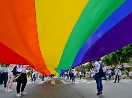 台灣三讀通過同性婚姻專法草案