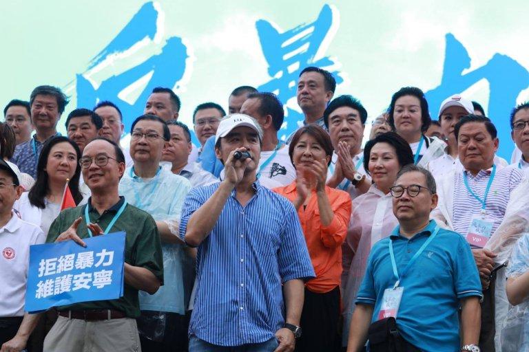 歌手鍾鎮濤繼撐警之後再來反暴力。(網上圖片)