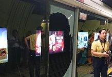 【8.31示威】灣仔港鐵站月台玻璃幕門遭黑衣人惡意損毀