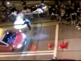 【示威不止】口罩青年強行截停的士扔下國旗