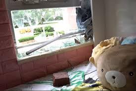 黃大仙紀律部隊宿舍低層住戶的玻璃窗成為示威者磚頭的攻擊目標,當時沒有死傷已是萬幸。
