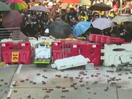 【示威不止】「光復屯門」遊行提早收場     暴力堵路縱火接力