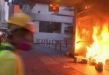 【暴力不止】暴徒向政總投擲燃燒彈 大肆破壞港鐵站
