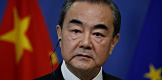 王毅:中美關係到了十字路口 美政客瘋狂抹黑