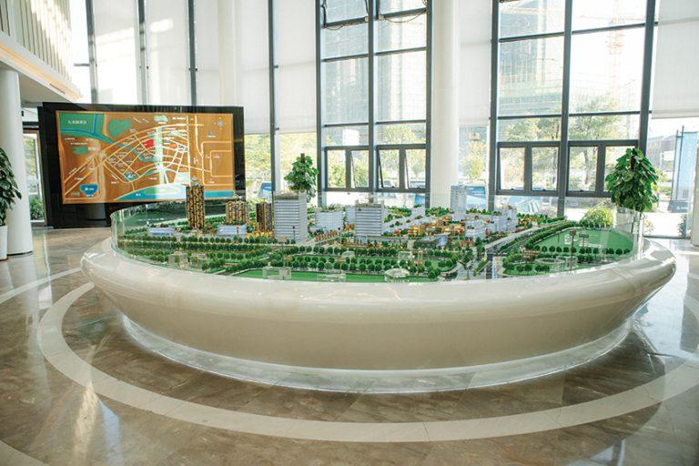 香港城估計投資114億港元,佔地8平方公里。