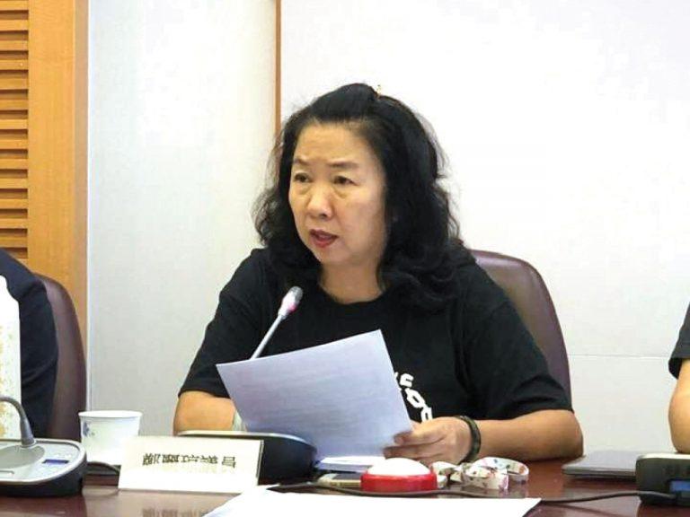有指鄭麗琼作為區議會主席。囂張跋巵。