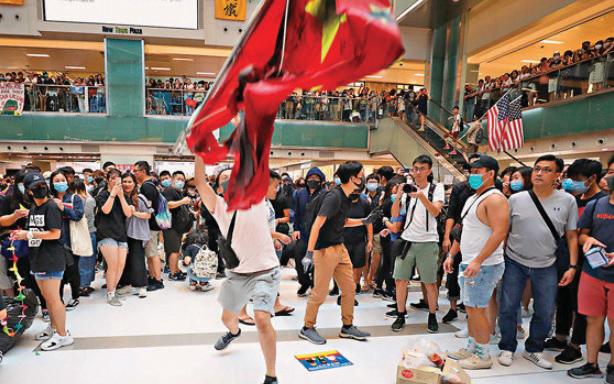 過去一年的反修例示威不斷, 更屢次出現國旗被污損事件。