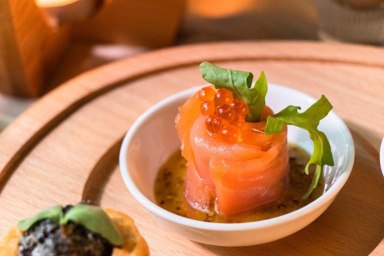 煙三文魚配蜜糖芥末醬令人很開胃。