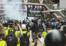 【止暴制亂】網民銅鑼灣集會反國安法叫港獨口號 防暴警發射催淚彈扣多人