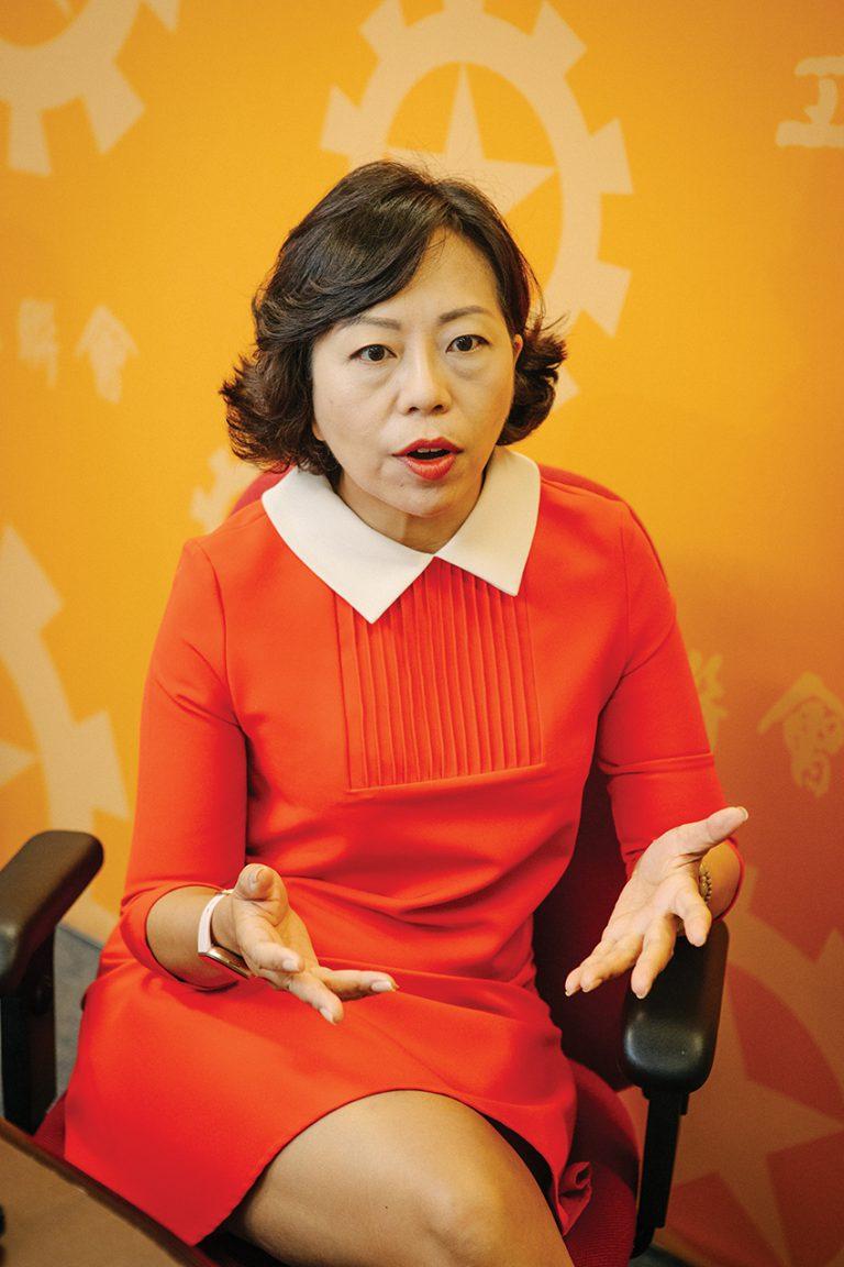 麥美娟表示,目前在香港發起眾籌無需向部門申請,形容情況是「冇王管」。