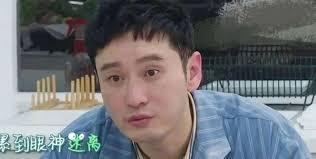 老公黃曉明早前發生「溶妝」,嚇親不少網民。