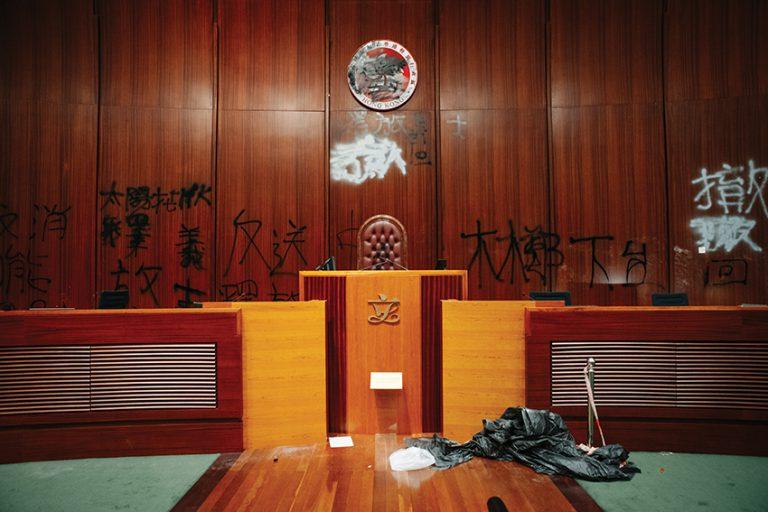 立法會去年7月1日被反修例示威者肆意破壞,不少議員擔心不能在10月復會。