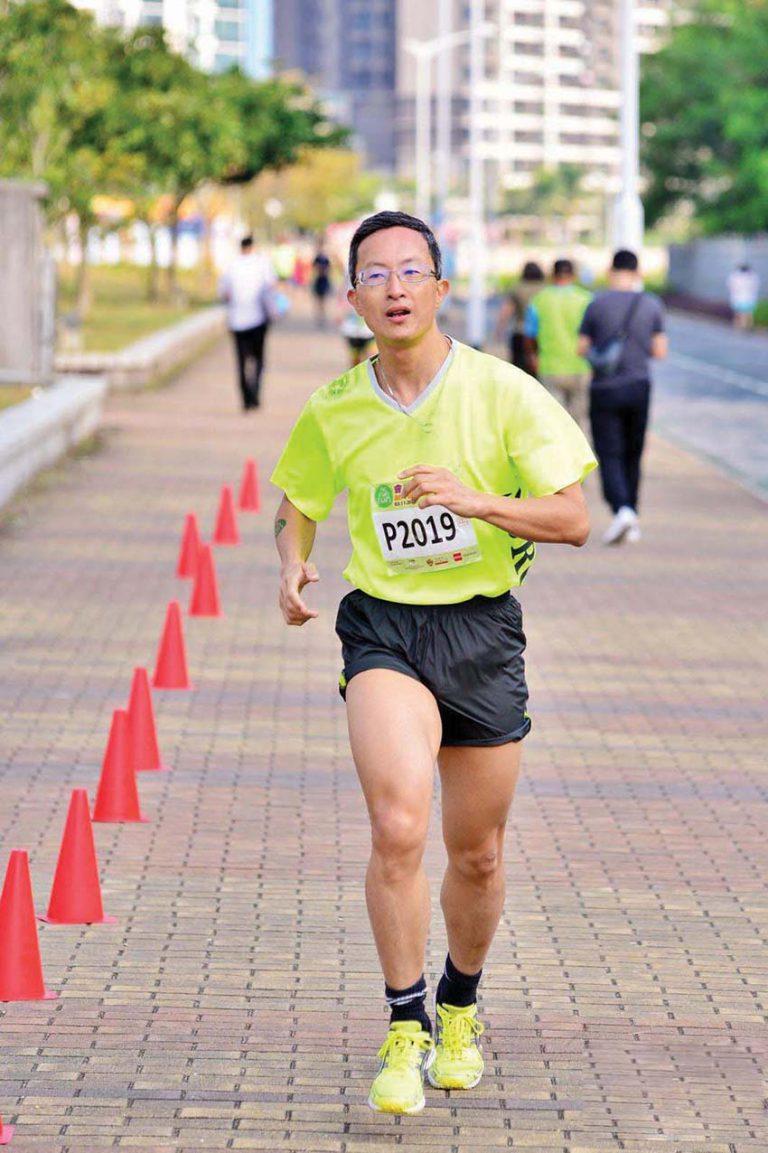 林哲玄醫生愛運動愛跑馬拉松,有毅力及堅持。