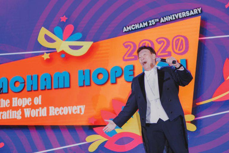 陳欣健為了應美國華南商會主席的邀請,為他們主持盛大的餐舞會,於是接受14日隔離挑戰。