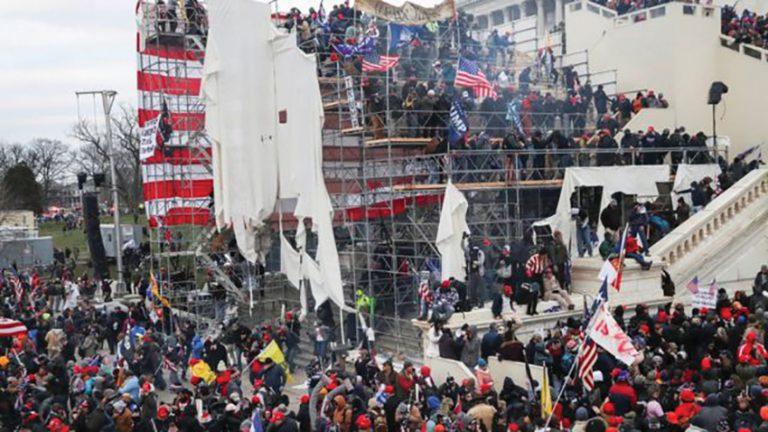 示威者硬闖國會山莊,釀成5死多人傷。