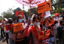 緬甸連續第8天有民眾上街     抗議軍方發動政變