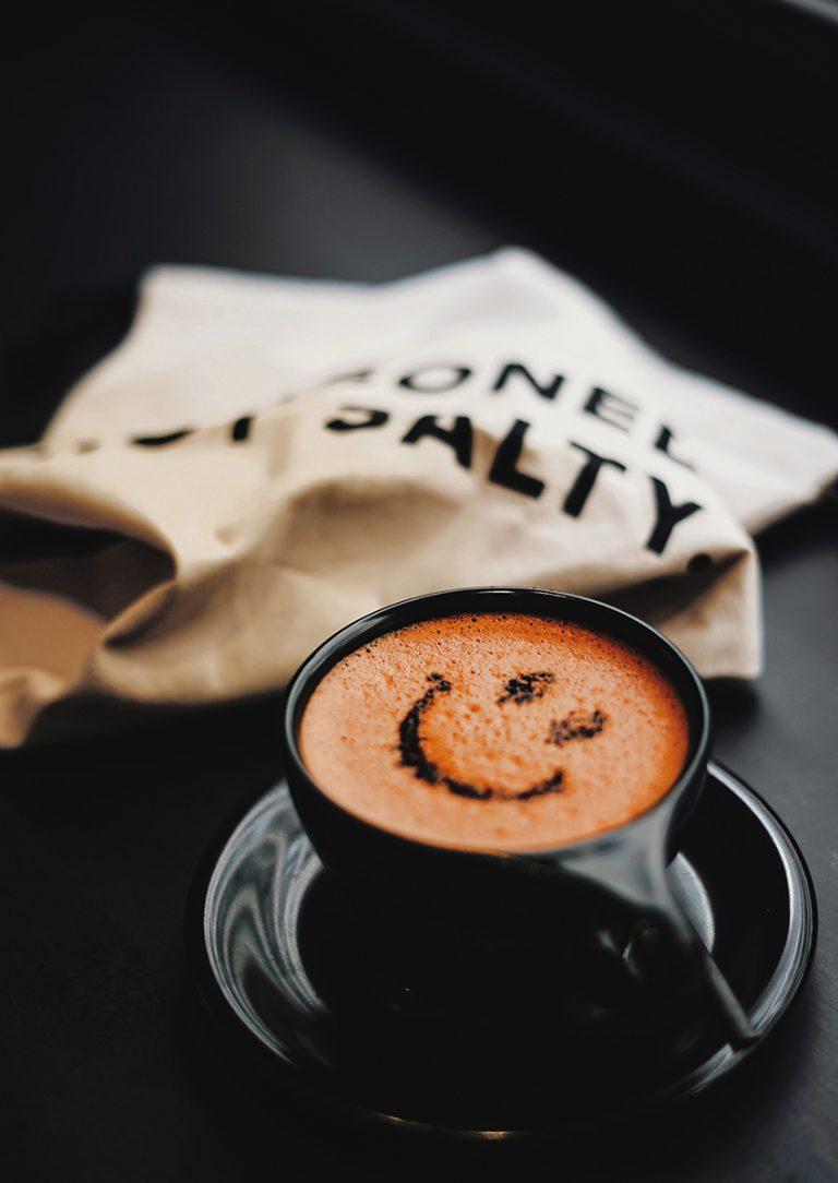 Beetroot Cacao Latte $50:不想飲咖啡,可考慮這杯特色拿鐵,成分有紅菜頭粉、黑可可粉及鮮奶,百分百天然無添加的原味道。