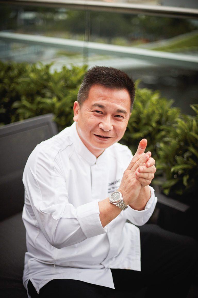 餐廳主廚張偉忠師傅,有逾三十年烹調東南亞菜的經驗,拿手料理是星洲胡椒蟹。