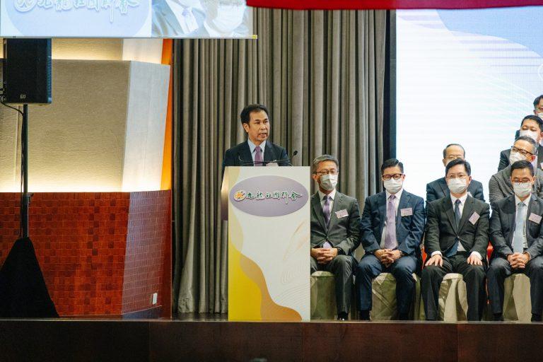 郭亨斌讚揚聯會高舉愛國愛港旗幟,積極參與地區事務。(黃冠華攝)