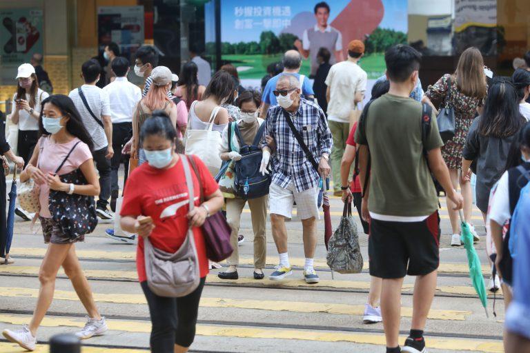 香港今年年中人口下跌8.71萬,錄得739萬4700人。(中通社)