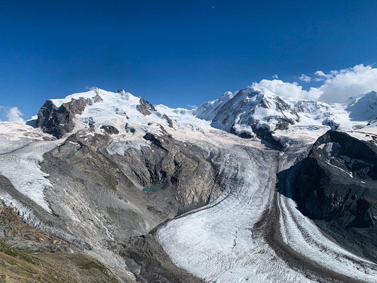 旁邊超近距離欣賞到Gorner Glacier 及瑞士境內最高、達4,634米的Mount Rosa。
