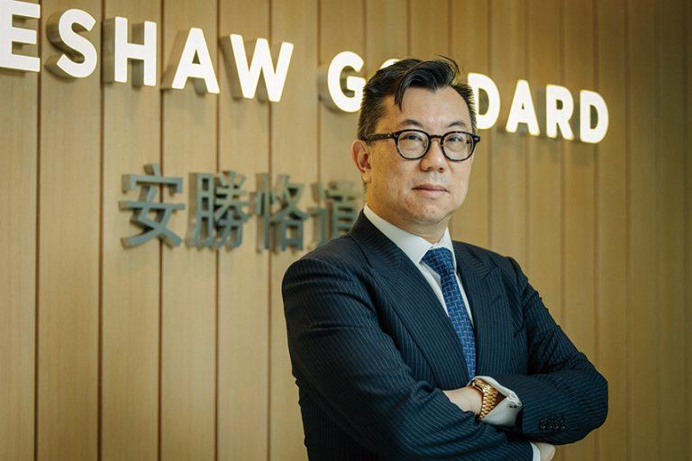 在港執業近27年的岑君毅律師,今屆首次參選即當選律師會理事。