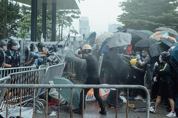 香港2019年的修例風波中,暴力問題十分頻繁,引人注目。